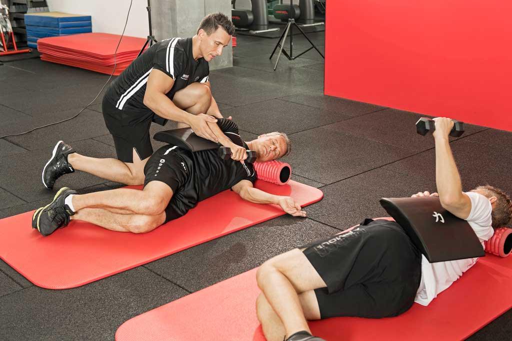 External Rotation Übung für die Schulter im Liegen