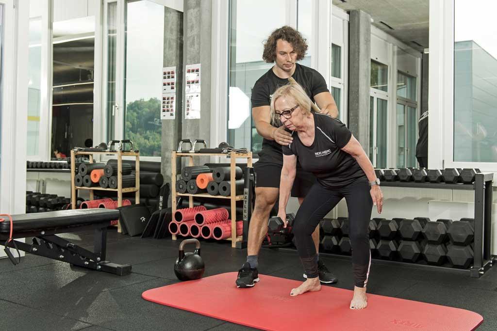 Osteoporose vorbeugen mit diesem Training, Vorbeugung Osteoporose durch Agility Ladder Birddog als Osteoporose Übung, Nejc Hojc Personal Training Systems